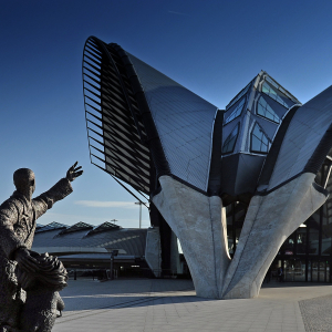 "© Joël Philippon / The ""Brila Estonteco"" statue in front of the TGV station in Lyon-Saint-Exupéry airport"